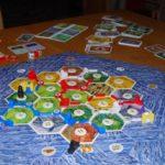 Skupaj s prijatelji naselite neobljudeni otok Catan