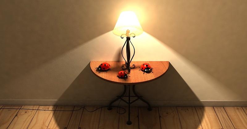 Namizna svetila za dom in pisarne